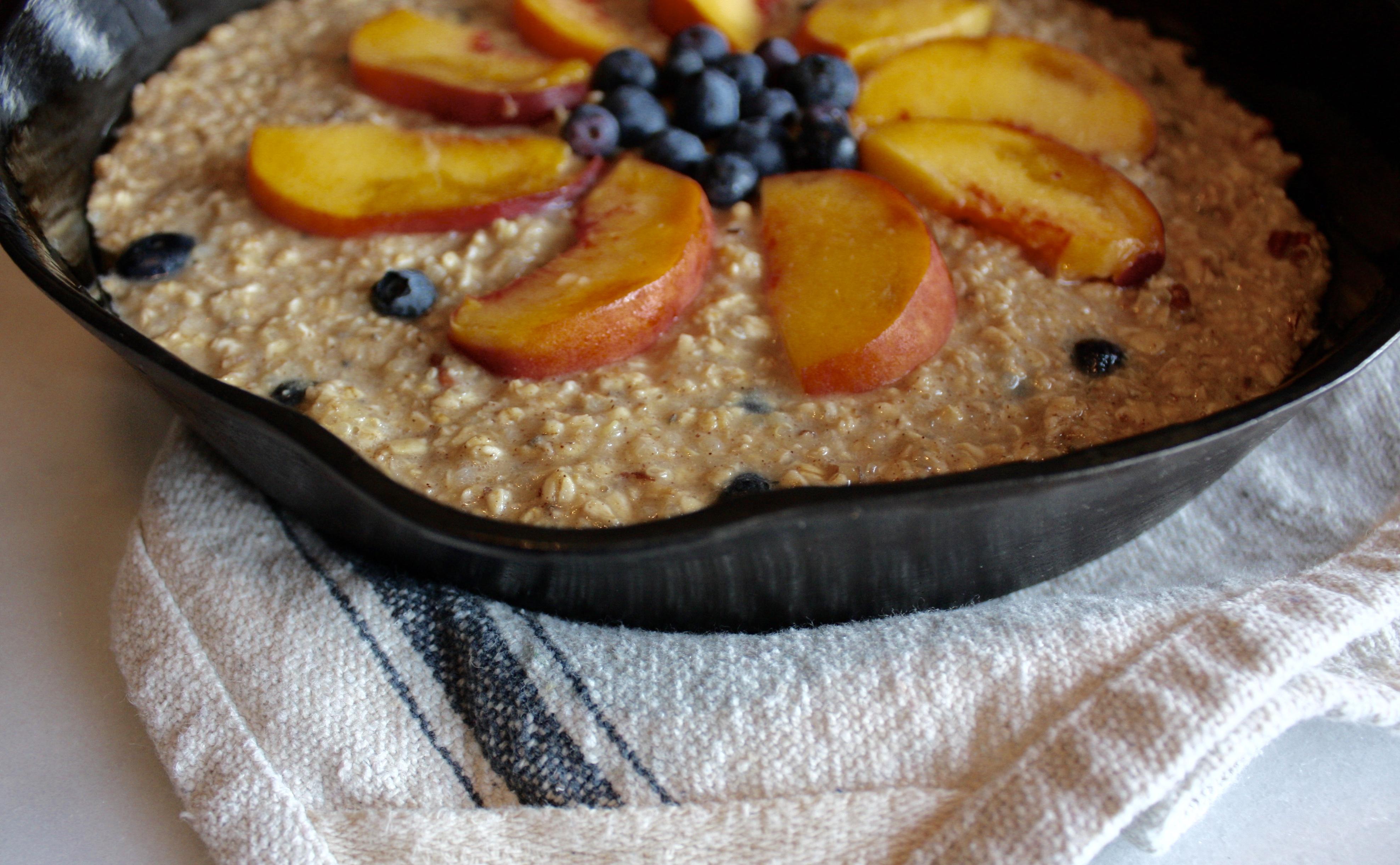Skillet Bake with Fruit & Oats