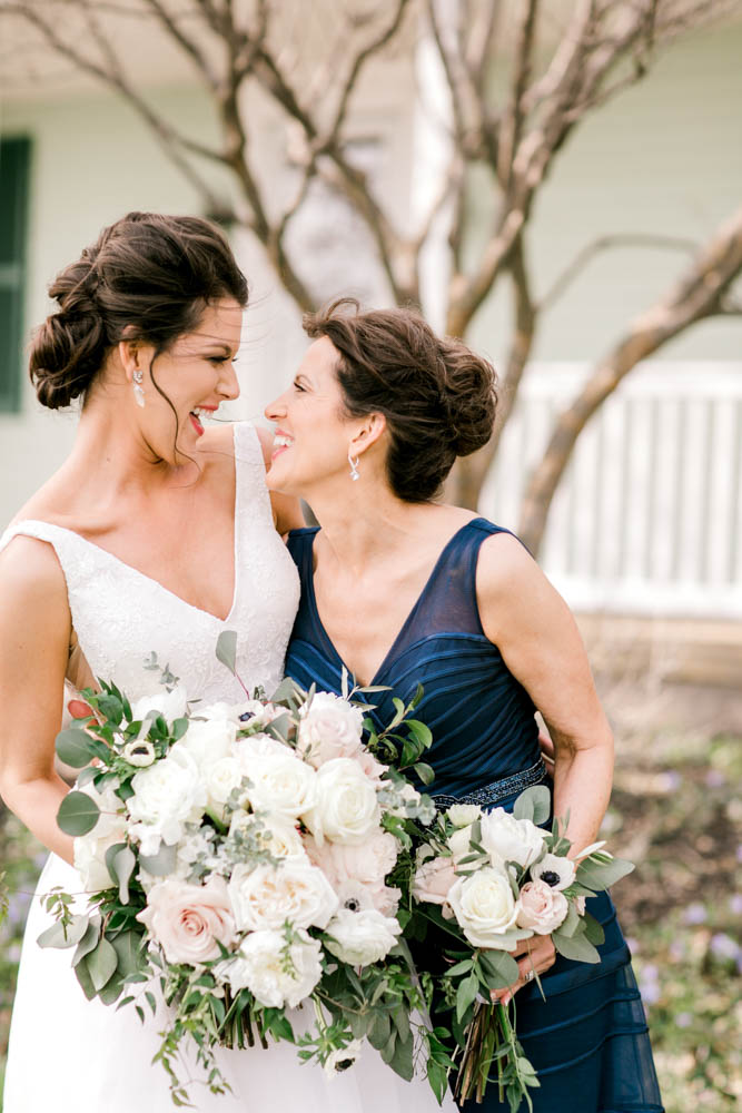 mother daughter wedding photo poses