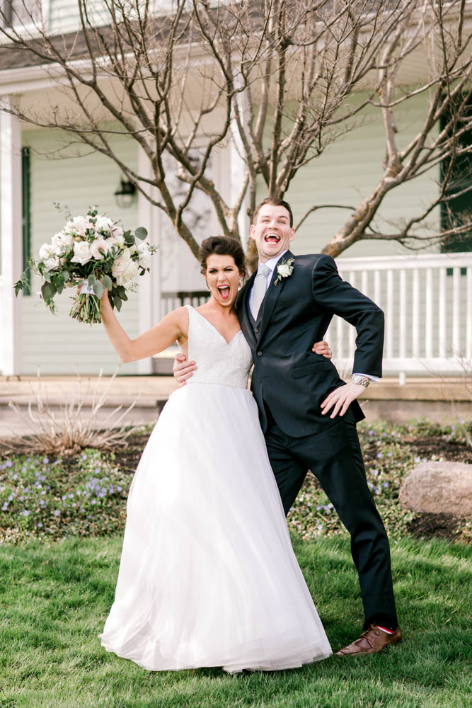 funny family wedding poses