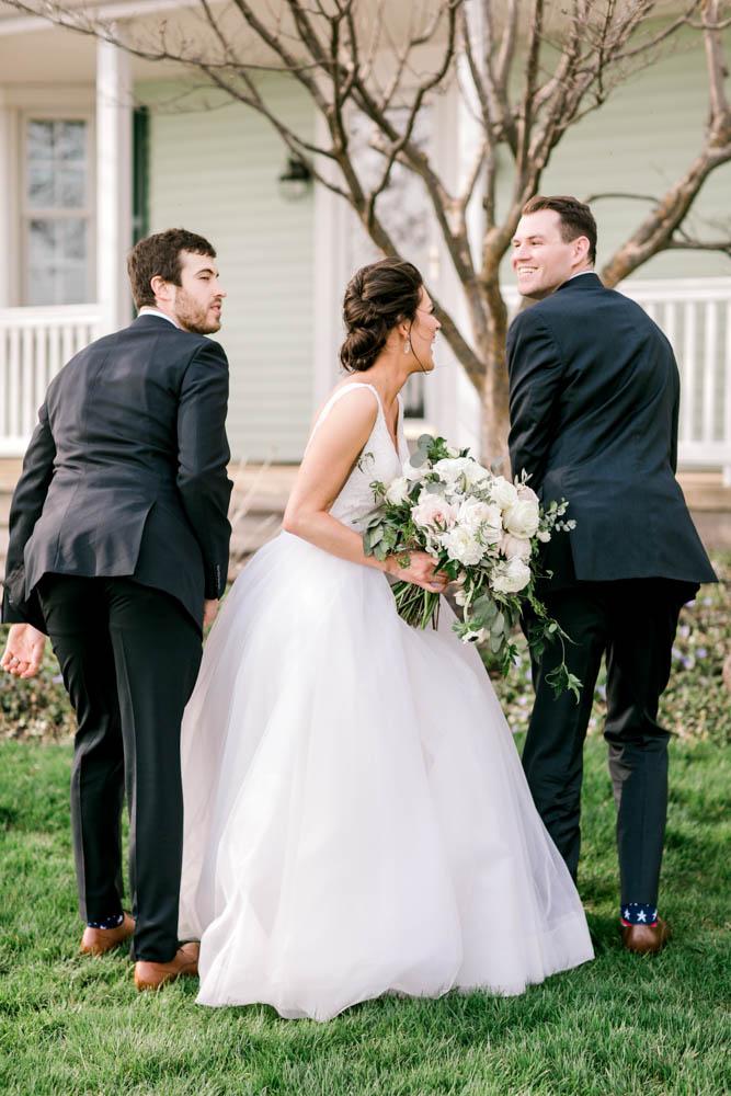 funny wedding photo poses